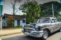 在s的哈瓦那,古巴- 2014 12月14日,经典美国汽车驱动 免版税库存图片