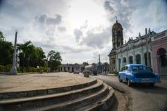 在s的哈瓦那,古巴- 2014 12月14日,经典美国汽车驱动 库存图片