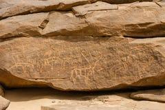 在Sabu苏丹的古老动物刻在岩石上的文字 免版税库存照片