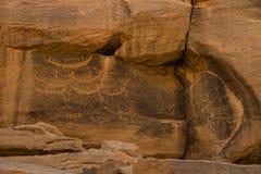 在Sabu苏丹的古老小船刻在岩石上的文字 库存图片