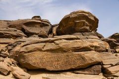在Sabu苏丹的刻在岩石上的文字 库存图片