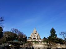 在Sacre Coeur巴黎,法国的蓝天 免版税库存照片
