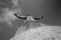 在sagart惊叹教会黑色和whi的巴塞罗那西班牙的雕象 免版税库存照片