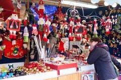 在Sagrada Familia附近的圣诞节市场 免版税库存图片