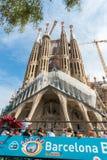 在Sagrada Familia附近的旅游教练在巴塞罗那 免版税图库摄影