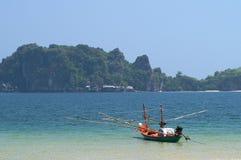 在Sai Ree海滩的小船 库存图片