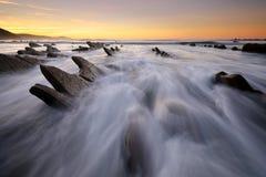 在Sakoneta海滩Guipuzkoa,巴斯克地区的波浪 库存照片