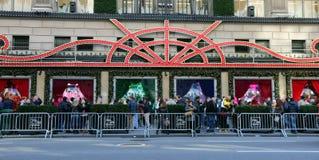 在Saks Fifth Avenue,NY的圣诞装饰 免版税图库摄影
