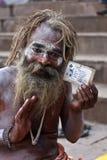 在samadhi的一kumbh mela sadhu在瓦腊纳西,印度 免版税库存图片