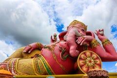 在samarn寺庙chachoengsao泰国的桃红色阁下ganesha 库存图片