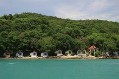 在Samed海岛,泰国的一点房子海边 免版税库存照片