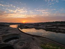 在Sampan-bok, Ubonratchathani,泰国大峡谷的日出 免版税库存照片
