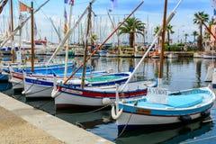 在Sanary苏尔梅尔, Var,法国港的传统小船  库存图片