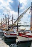 在Sanary苏尔梅尔, Var,法国港的传统小船  免版税库存图片