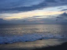 在Sandbridge海滩弗吉尼亚的日出 免版税库存图片