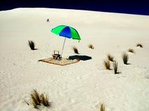 在Sandhill的沙滩伞 免版税库存图片