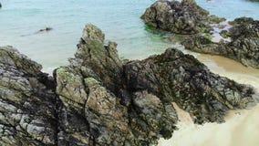 在Sango沙子的惊人的黑岩石在苏格兰的高地 股票视频