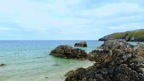 在Sango沙子的惊人的黑岩石在苏格兰的高地 影视素材