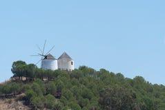 在Sanlúcar de瓜迪亚纳小山的磨房  库存图片