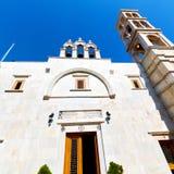 在santo的mykonos老建筑学白色背景十字架 免版税库存照片