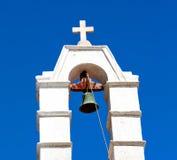 在santo的mykonos老建筑学白色背景十字架 图库摄影