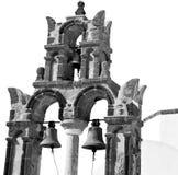 在santorini希腊ol的建筑学白色背景十字架 库存图片