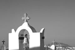 在santorini希腊ol的建筑学白色背景十字架 图库摄影