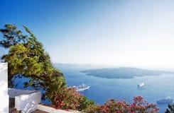 在Santorini海岛希腊的破火山口视图 库存图片