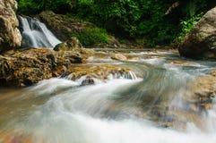 在sarika的瀑布 免版税库存照片
