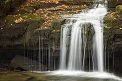 在sati -瀑布捷克的瀑布 免版税库存图片