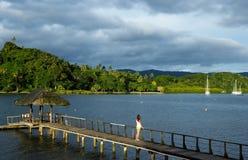 在Savusavu港口,瓦努阿岛海岛,斐济的木码头 免版税库存图片