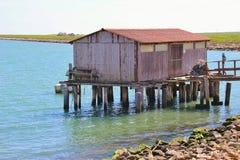 在Scardovari海湾的渔小屋,在自然保护Delta del Po二威尼托 意大利 库存图片