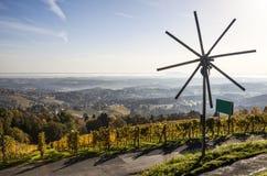 在Schilcher酒路线的Klapotetz风车在西施蒂里亚 免版税库存图片