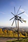 在Schilcher酒路线的Klapotetz风车在西施蒂里亚 库存照片