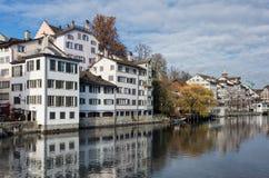 在Schipfe处所和利马特河河的看法在苏黎世 免版税库存照片