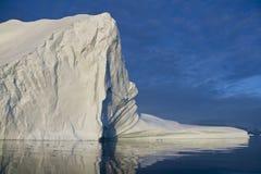 在Scoresbysund的冰山在格陵兰 免版税库存照片
