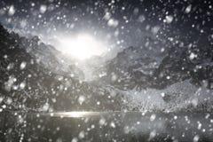 在Sea湖的眼睛的大雪在太脱拉山 库存照片