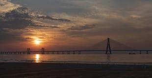 在Sealink孟买的惊人日落 库存照片