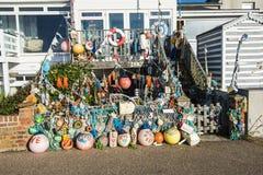 在seashsore找到的事的amzing的收藏在Bexhill东萨塞克斯郡,英国平展装饰这条海滨人行道 图库摄影