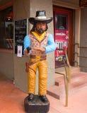 在sedona的一个牛仔雕象 库存照片