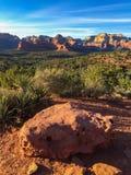 在Sedona,亚利桑那附近的红色岩石峡谷 免版税库存照片