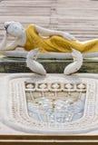 在Seema Malaka寺庙的斜倚的菩萨雕象在科伦坡,斯里兰卡 图库摄影