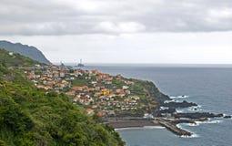 在Seixal村庄,马德拉岛海岛,葡萄牙的看法 图库摄影