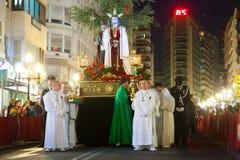在Semana圣诞老人期间的夜队伍 图库摄影