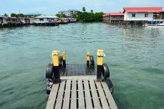 在Semporna沙巴婆罗洲马来西亚的跳船 免版税库存图片