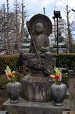 在Sensoji寺庙的Buddist雕象在东京 库存图片