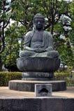 在Sensoji寺庙的Buddist雕象在东京 库存照片