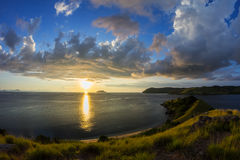 在Seraya海岛,弗洛勒斯,印度尼西亚的日落 库存照片