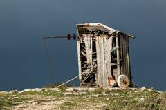 在Serra de Janeanes的被放弃的风车 库存照片