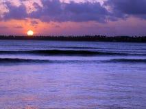 在SerrambÃ北部巴西海滩的美好的日落  库存图片